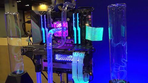 Elektryzujący komputer inspirowany Teslą na IEM Katowice 2019. Dziwne, że nie razi prądem