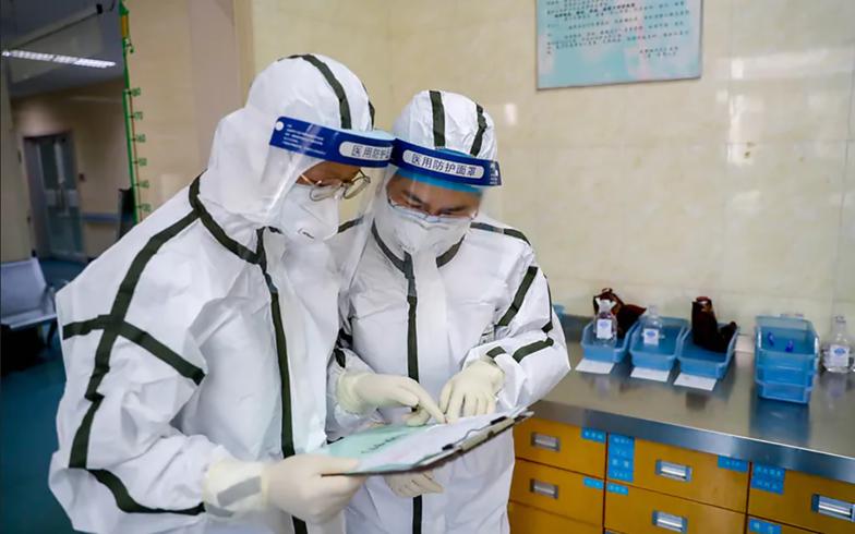 """Naukowcy o pochodzeniu COVID-19. """"Nie można wykluczyć wycieku z laboratorium"""""""