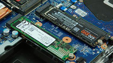 """16 TB SSD w laptopie, czyli sposób na małą serwerownię pod pachą - Dwa sloty M.2 i jeden 2,5"""" SATA na SSD dają duże pole do popisu (fot. Eurocom Technology)"""