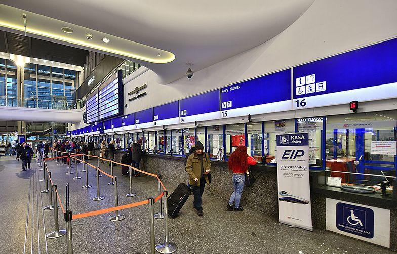 Warszawa. Brutalna interwencja ochrony dworca. Wykręcili kobiecie ręce
