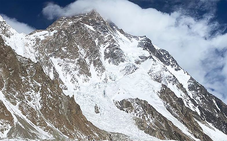 Przeszli do historii himalaizmu. Szerpowie zdobyli szczyt K2 zimą