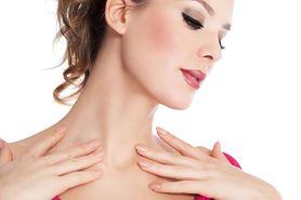 Koniec ze zmarszczkami na szyi. Naturalne metody na starzenie skóry