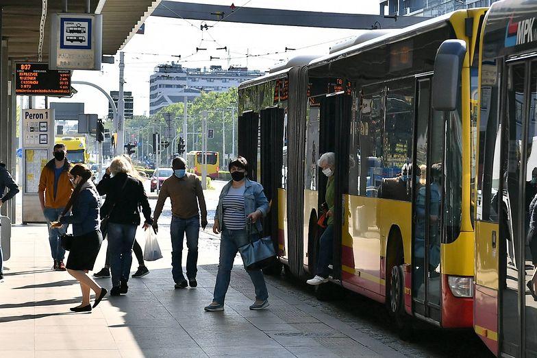 Polacy przestają nosić maseczki. Mandatów płacić nie chcą