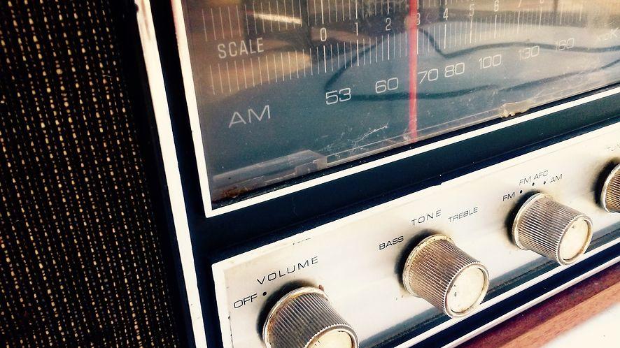 Wiadomość zakodowana w radiowym hicie pomogła uratować więźniów (Lic. CC0)