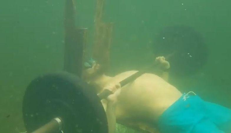 Co za wyczyn! Rosjanin pobił rekord Guinnessa w wyciskaniu sztangi pod wodą
