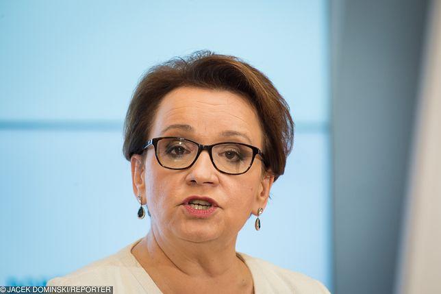 """Minister edukacji Anna Zalewska odpiera zarzuty ws. afery PCK. """"To kłamstwo"""""""