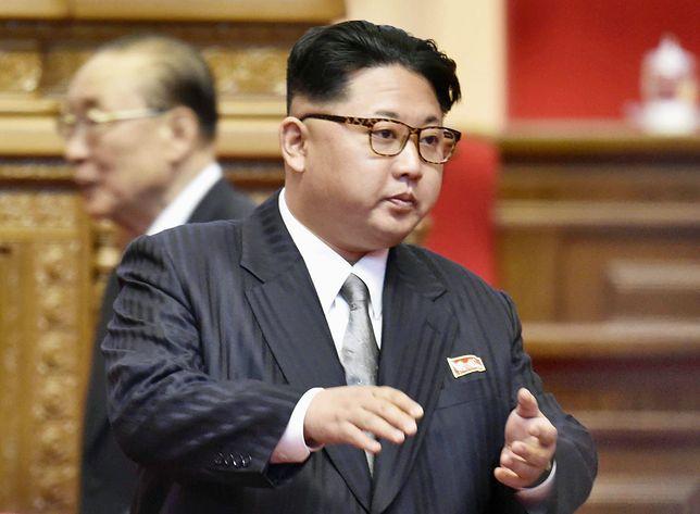 Kim Dzong Un choruje na dnę moczanową. Lekarze przeanalizowali jego zachowanie