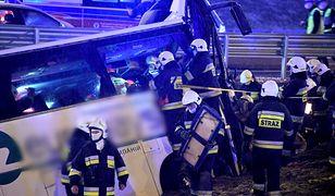 Makabryczny wypadek w Kaszycach. Autobus runął na A4