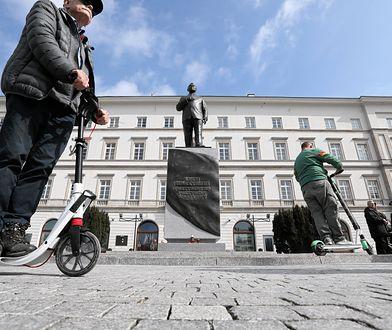 Hulajnogą wokół pomnika. Protest po interwencji policji