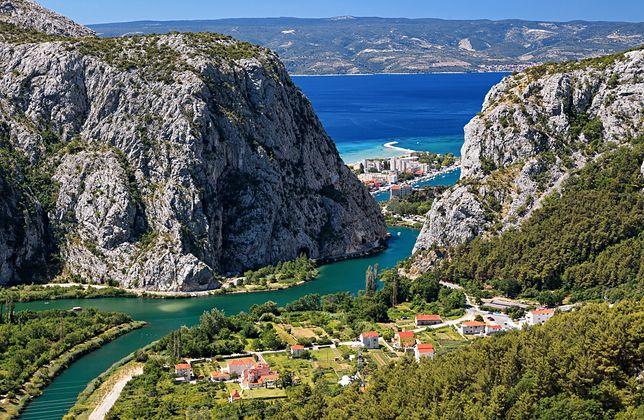 Omiš należy do najpiękniej położonych miast w Chorwacji