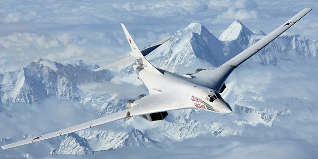 """Rosja wysyła bombowce na północ. """"Wzmacnianie obrony granic"""""""