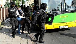 Bomba w tramwaju lub pociągu - czy pracownicy transportu publicznego wiedzą, jak zareagować?