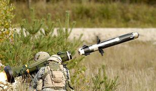 Pociski Javelin FGM-148 w akcji. Zdjęcie poglądowe