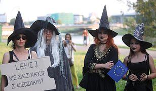 """""""Cnotliwe niewiasty"""" i wiedźmy wyszły na ulice Krakowa. Nietypowy marsz"""