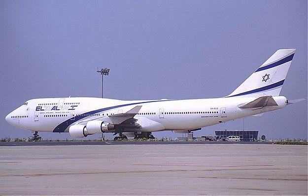 Izraelski samolot eskortowany przez myśliwce z powodu zagrożenia bombowego