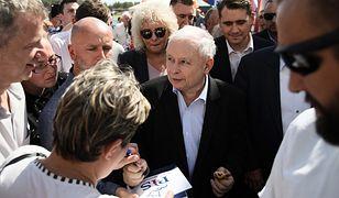 Prezes PiS Jarosław Kaczyński rozmawiał z uczestnikami pikniku rodzinnego w Zbuczynie