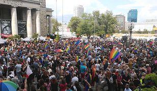 Warszawa solidarna z Białymstokiem - na wiecu przed PKiN pojawiły się setki osób