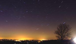Nocne niebo w weekend. Niezwykłe zjawiska będą widoczne gołym okiem