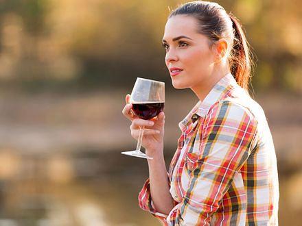 Przeciwutleniacz w czerwonym winie może pomóc w leczeniu trądziku