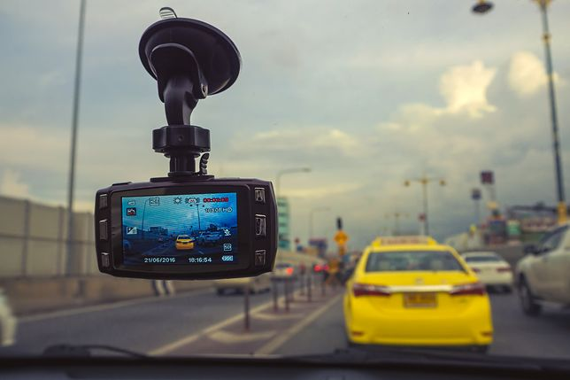 Bezpieczna jazda po ciemku. Wideorejestratory dla ostrożnych kierowców