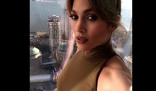 """Jennifer Lopez opowiedziała w """"Harper's Bazaar"""", że była molestowana."""