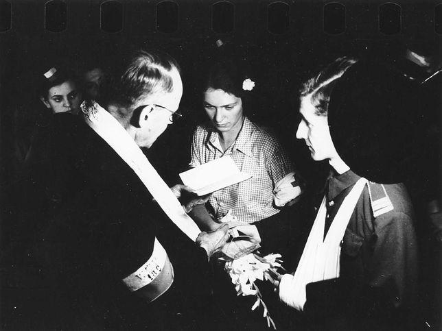 Alicja Treutler i Bolesław Biega podczas swojego ślubu.