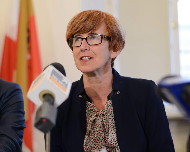 - W piątek poszły pierwsze wypłaty z ZUS w ramach obniżenia wieku emerytalnego Polaków  - poinformowała Elżbieta Rafalska