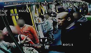 Incydent zarejestrowały kamery monitoringu tramwaju.