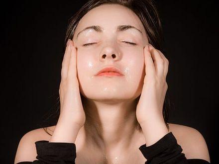 Korzyści z pielęgnacji skóry olejkiem rycynowym