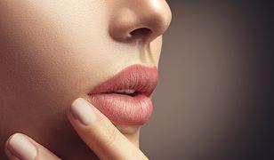 Nude Lips – dobierz szminkę pod kolor… własnych sutków