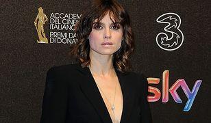 Kasia Smutniak w czarnym garniturze na gali rozdania nagród Davida di Donatello