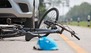 Dwa pojazdy wjechały w pijanego rowerzystę.