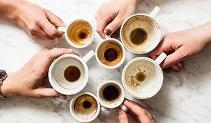 Jak doczyścić kubki z osadu po herbacie i kawie? Będą wyglądać jak nowe
