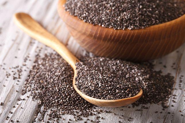 Chia zawiera sporo błonnika (ok. 25 proc.), który działa korzystnie na układ trawienny, a dodatkowo wzmagają uczucie sytości. Przepisy z chia