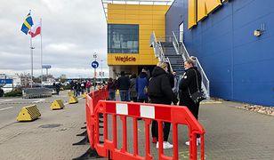 Po zniesieniu restrykcji tłumy ruszyły do Ikei. Za czym ta kolejka?