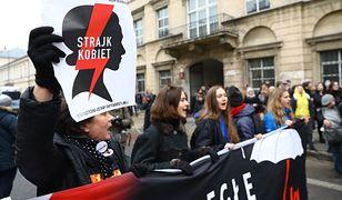 Ogólnopolski Strajk Kobiet przy Metrze Świętokrzyska w Warszawie. 23 marca 2018 r.