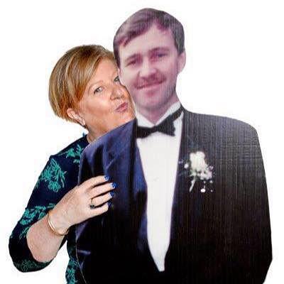 Michelle Bourke z mężem wyciętym z kartonu