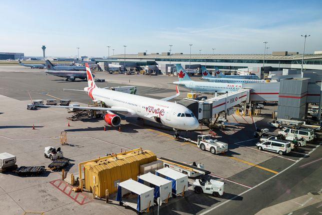 Piloci musieli zawrócić na lotnisko, ponieważ nikt nie był w stanie znieść zapachu owoców