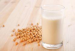 Kokosowe, migdałowe, sojowe - mleka roślinne coraz bardziej popularne