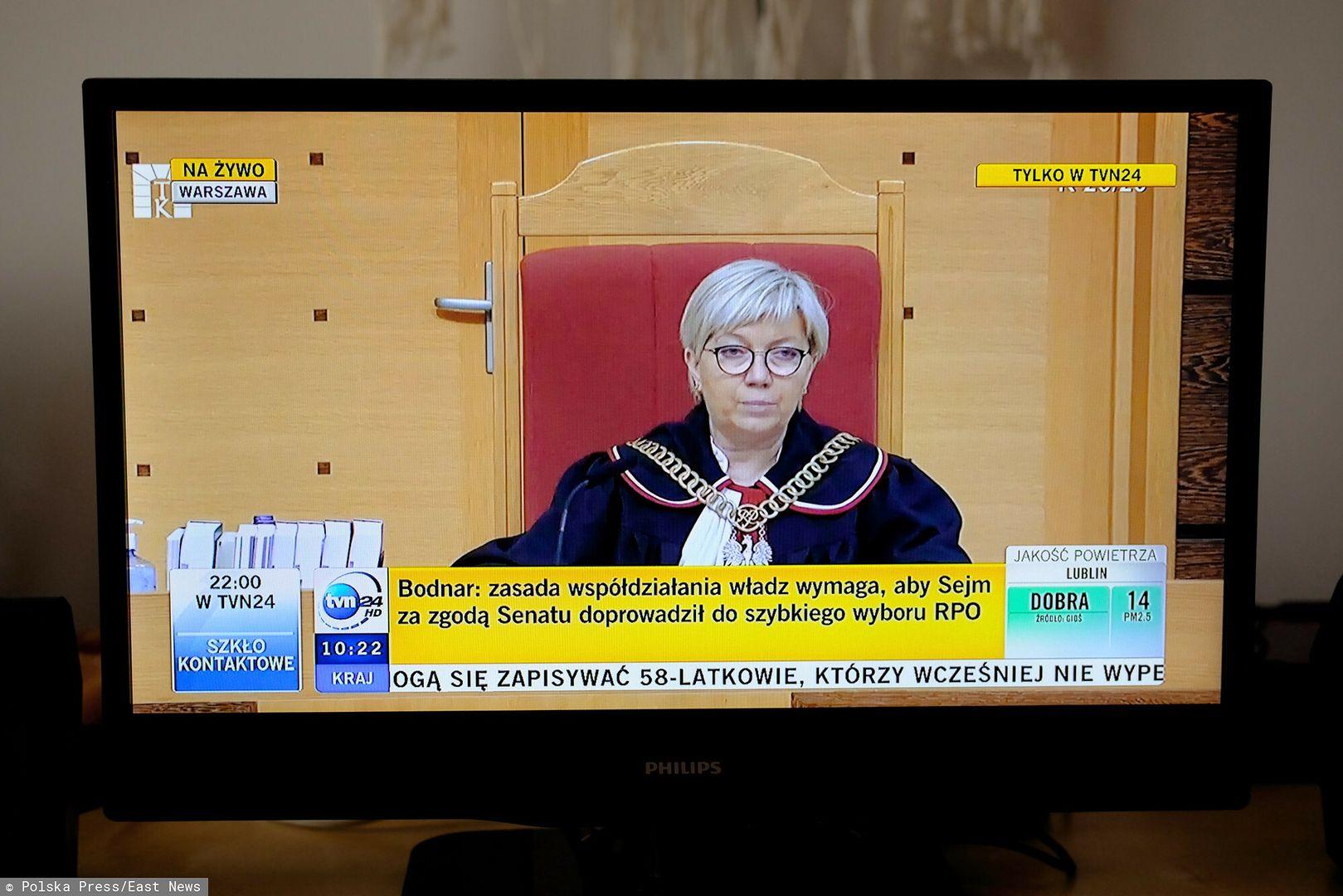 """Prawnicy o wyroku TK. """"Z gruntu zły"""" i """"totalna podległość"""""""