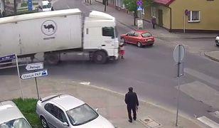 #dziejesiewmoto: kierowca ciężarówki nie zauważa kobiety