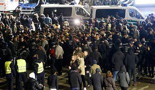 Akcja niemieckiej policji przed dworcem w Kolonii.