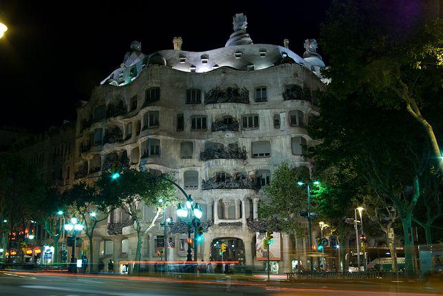 Casa Milà przy Passeig de Grácia w Barcelonie. To kolejne z arcydzieł słynnego Gaudiego.