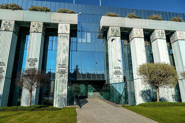 Sąd Najwyższy zawieszając działanie prawa do czasu orzeczenie europejskiego Trybunału Sprawiedliwości tworzy bardzo niebezpieczny precedens