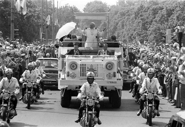 2 czerwca 1979 r., Warszawa. Papież Jan Paweł II przyjechał do Warszawy