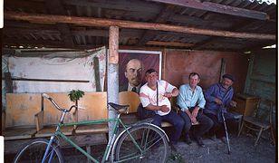 Mieszkańcy wioski w okolicach Kijowa, którzy odmówili ewakuacji po wybuchu reaktora. 1990 r.
