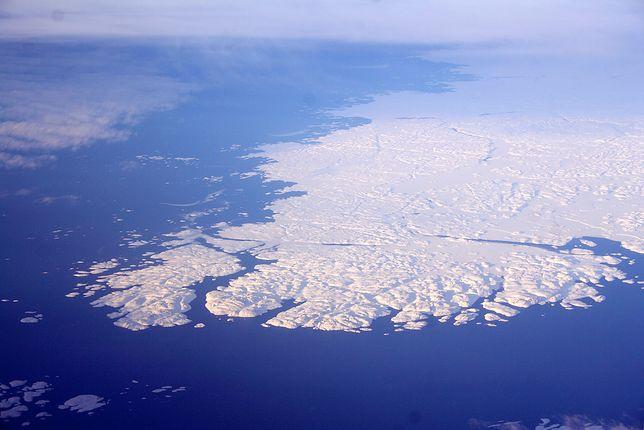Naukowcy są zgodni, że lód na Grenlandii topnieje szybciej niż przewidywano