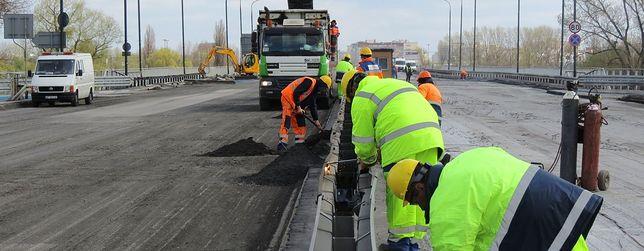 Opuszczą 600-tonowy fragment mostu Łazienkowskiego