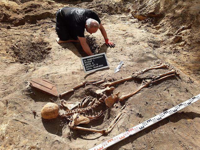 IPN. Odnaleziono ludzkie szczątki w dawnej katowni UB i NKWD