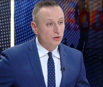 """""""Rzucony w ostatnich dwóch dniach na medialny front poseł Krzysztof Brejza, nowa twarz sztabu KE, radził sobie z tym zdecydowanie nie najlepiej"""" - pisze Jakub Majmurek."""